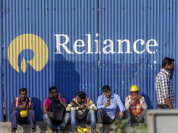 Reliance Industries gains 2% on plans to hive off O2C business